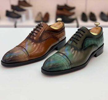 Chaussures couleur café et violet